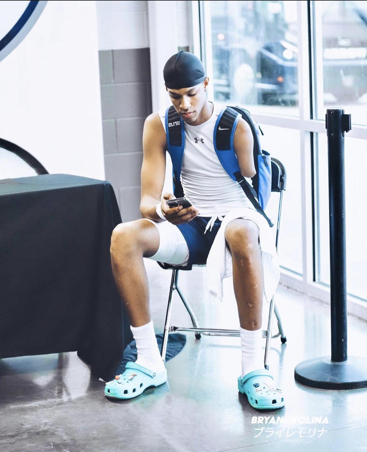 One-Armed Dominican Republic Basketball Player, Hansel Donato Domínguez Receives a Scholarship